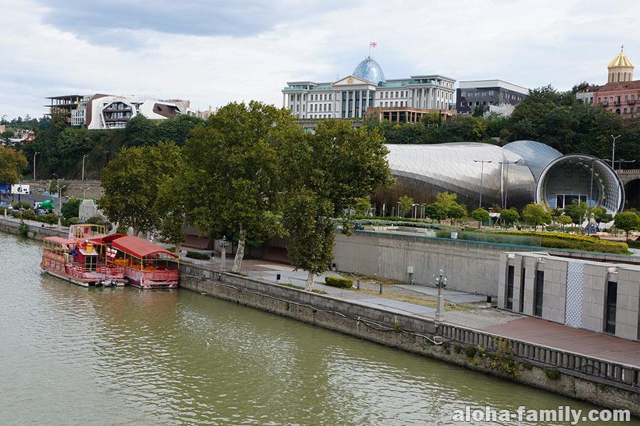 Вид с моста Мира в Тбилиси