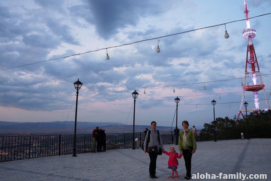 Кайфово тут на горе смотреть на Тбилиси