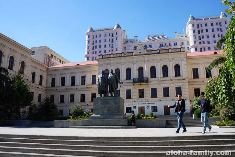 Классическая гимназия в Тбилиси
