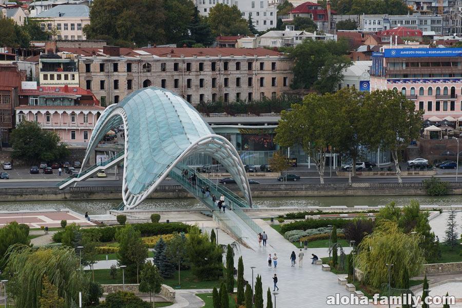 Мост Мира в Тбилиси со смотровой площадки