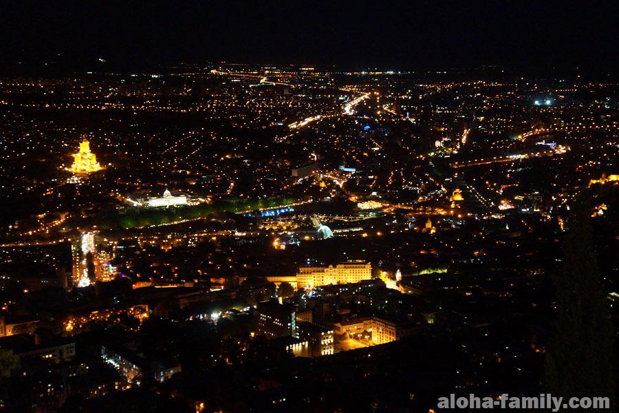Ночной Тбилиси выглядит так