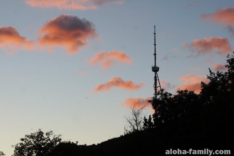 Кстати, телевышку в Тбилиси видно почти отовсюду - даже из нашего окна