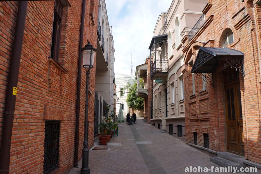 Улица Шавтели - тут уютно и продают картины