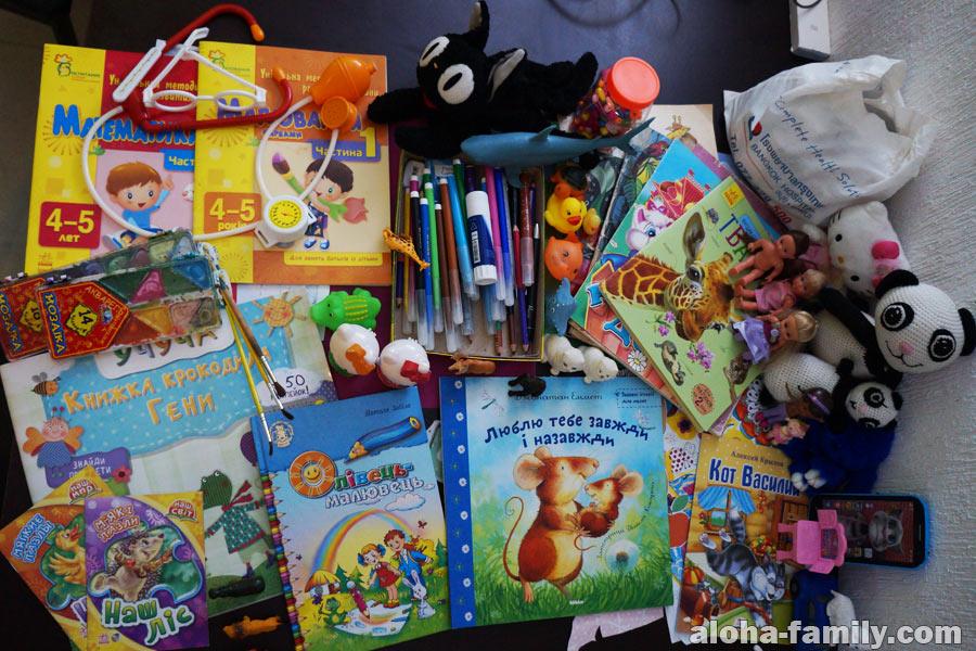 Игрушки, развивашки, книжки и аптечка - вот что мы взяли в Мексику
