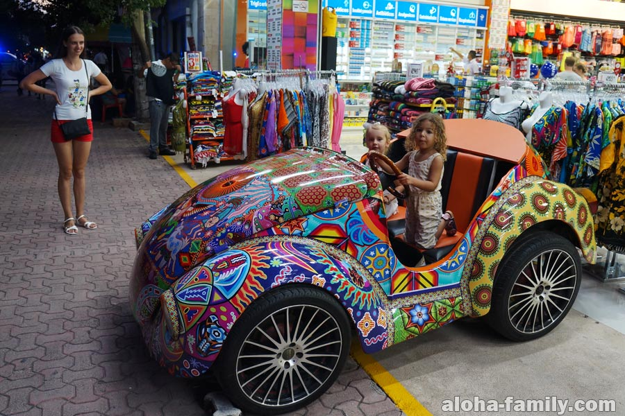 Оливия и Оливия арендовали авто в Мексике))