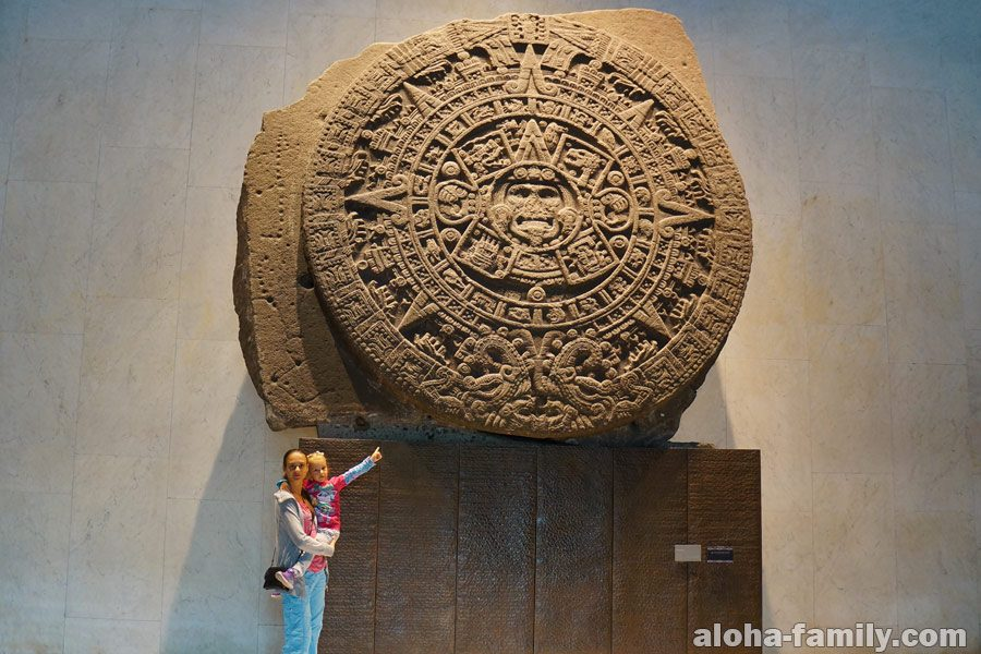 Национальный музей антропологии - гигантский календарь ацтеков - Мехико