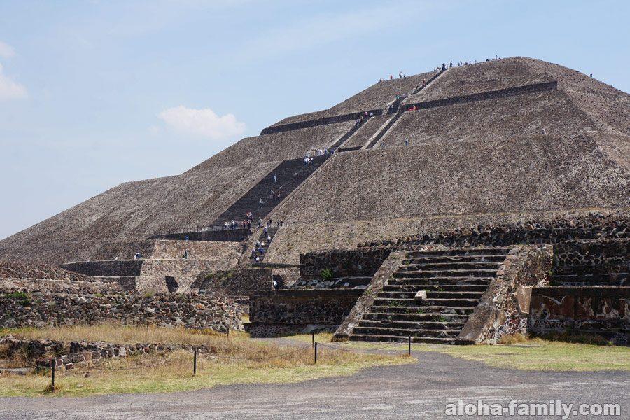 Теотиуакан - пирамида Солнца