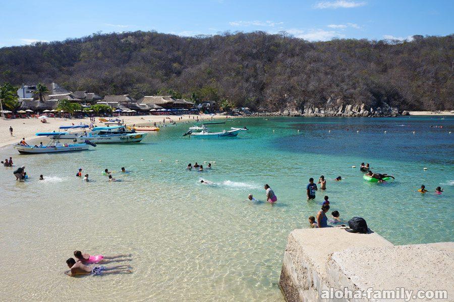 Чудесный пляж Playa la Entrega в Уатулько