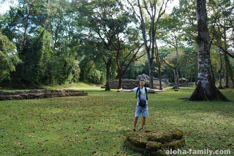 Яшчилан - город индейцев майя посреди джунглей