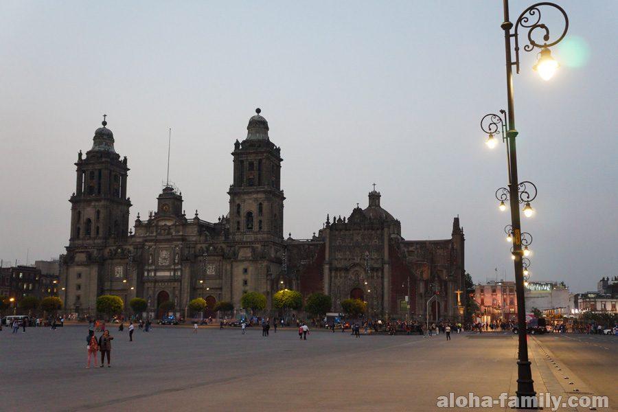 Сокало - площадь Конституции в Мехико